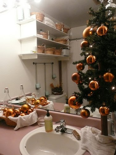 christmas-decorations-bathroom1