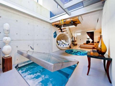 Интериор с басейн в хола