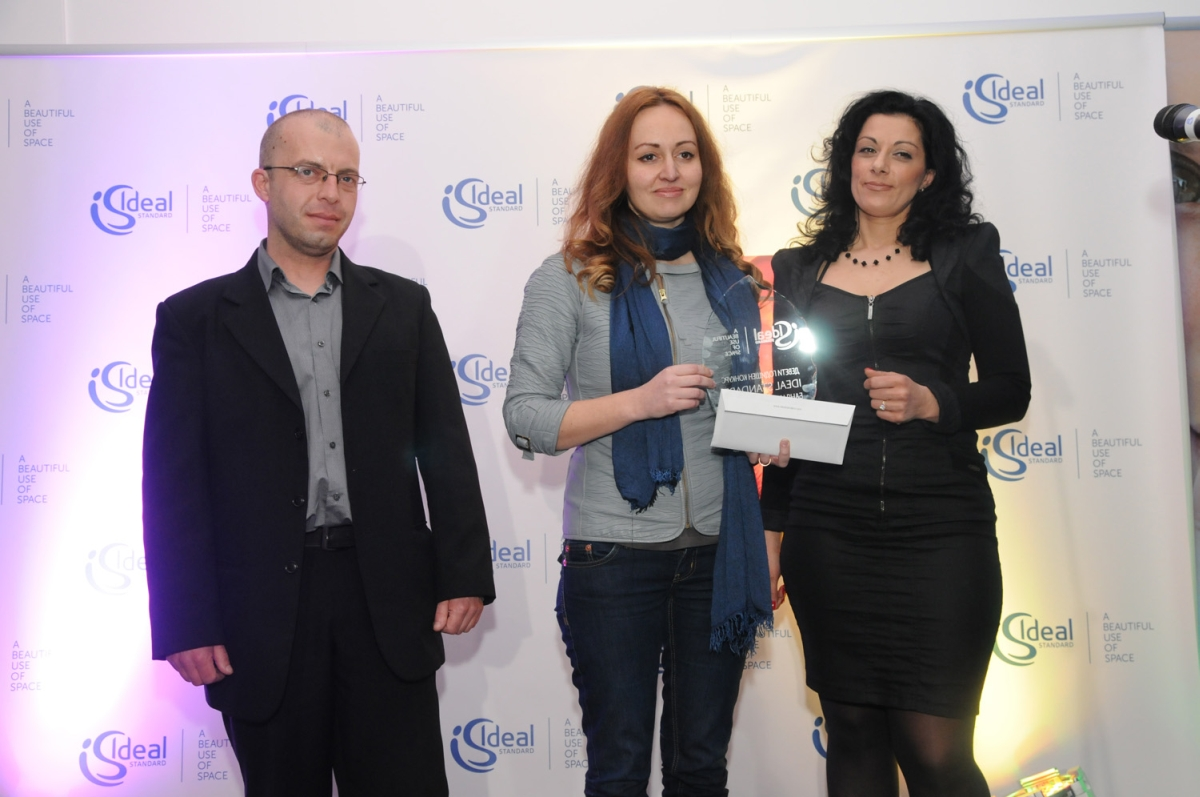В средата - Ирина Владимирова, носител на наградата на публиката.