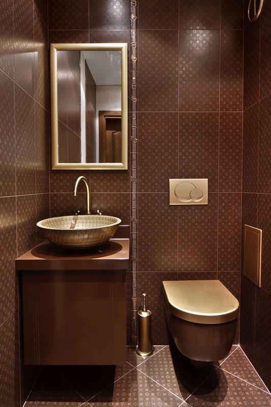 Нарисувана златна тоалетна