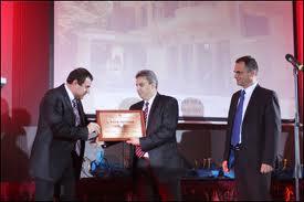 "Наградата получава: г-н Драгомир Гатев, собственик на Балнеохотел ""Медикус"""